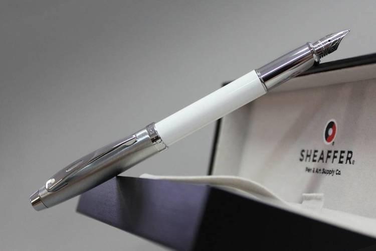 9324 PN Pióro wieczne Sheaffer kolekcja 100, białe, wykończenia