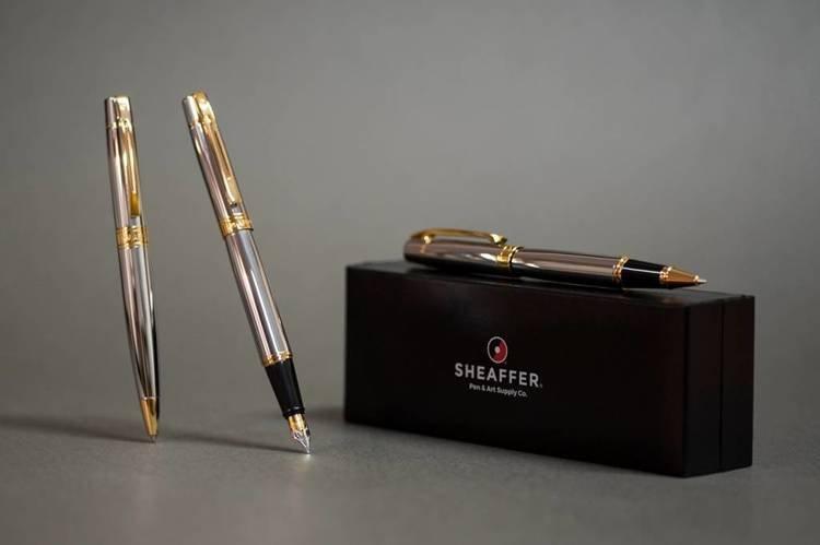 9342 BP Długopis Sheaffer kolekcja 300, chrom, wykończenia w kolorze złotym