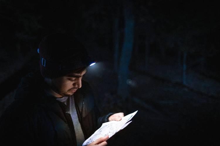 NEBO® Latarka-czołówka Einstein™ 1000 lumenów